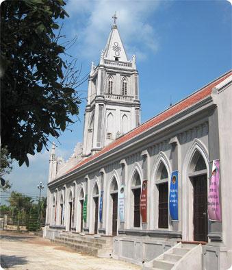 Lãnh ơn toàn xá trong dịp kỷ niệm 100 năm thành lập giáo xứ Quảng Nạp