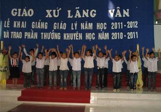 Giáo xứ Lãng Vân khai giảng năm học giáo lý 2011-2012